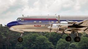 Douglas DC-6B tappningnivå från flygatjurarna fotografering för bildbyråer