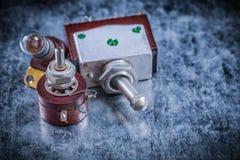 Douille de lampe électrique de cabillots sur l'electri extérieur métallique de vintage Image stock