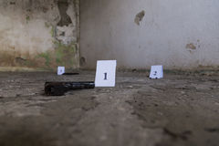 Douilles d'une traînée d'arme à feu de crime Image stock