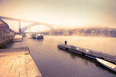Άποψη του ποταμού Douro και της γέφυρας μετάλλων Don Luis στο λιμένα Στοκ φωτογραφία με δικαίωμα ελεύθερης χρήσης