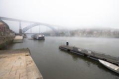 Άποψη του ποταμού Douro και της γέφυρας μετάλλων Don Luis στο λιμένα Στοκ φωτογραφίες με δικαίωμα ελεύθερης χρήσης