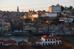 Douro flod och Ribeira från Vila Nova de Gaia, Porto, Portugal Arkivfoton