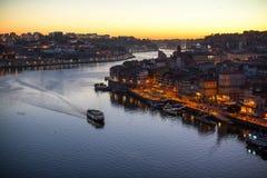 Douro Ribeira od Dom Luis Porto i rzeka, przerzucam most przy nighttime Fotografia Royalty Free