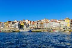 Douro rzeka i Ribeira brzeg rzeki w Porto, Zdjęcie Stock