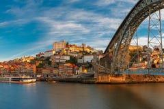 Dourorivier en Dom Luis-brug, Porto, Portugal Royalty-vrije Stock Afbeeldingen
