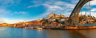 Dourorivier en Dom Luis-brug, Porto, Portugal Stock Afbeelding