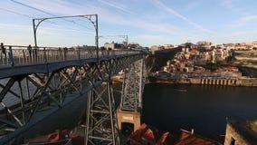 Dourorivier en Dom Luis I brug, Porto stock videobeelden