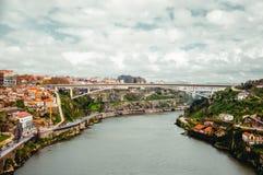 Dourorivier met Porto en Vila Nova de Gaia-steden hoogste mening royalty-vrije stock foto