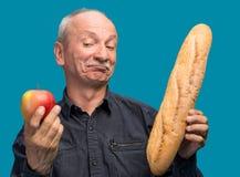 Douter de l'homme avec la pomme et la baguette Photographie stock libre de droits