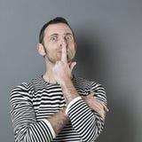 Doutez et étonnez du concept pour l'homme 40s stupéfait Photographie stock libre de droits