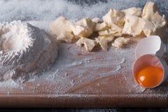 Douth, nourriture, faisant cuire le concept - préparant le douth - cuisson des progres Images stock