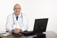 Doutor caucasiano masculino. imagens de stock
