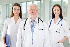 Doutor com enfermeiras Imagem de Stock