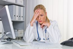 Doutor com estetoscópio Foto de Stock Royalty Free