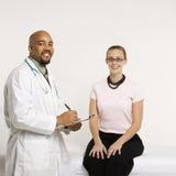 Doutor com paciente. imagens de stock royalty free