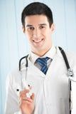 Doutor com seringa Imagens de Stock