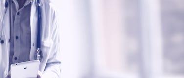 Doutor com tabuleta Fotografia de Stock Royalty Free