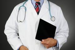 Doutor Com Tabuleta Computador fotografia de stock royalty free
