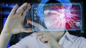 Doutor com a tabuleta futurista da tela do hud Neurônios, impulsos do cérebro Conceito médico do futuro vídeos de arquivo