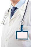 Doutor com um Tag conhecido em branco Imagens de Stock Royalty Free