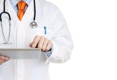 Doutor com uma tabuleta digital Fotos de Stock Royalty Free