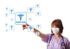 Doutor da mulher que pressiona a tecla digital Foto de Stock