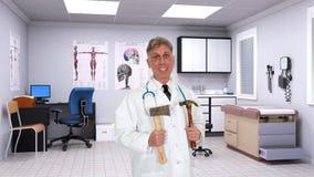 Doutor de grasnado engraçado, sala de hospital Fotografia de Stock