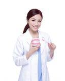 Doutor do dentista da mulher do sorriso Fotografia de Stock Royalty Free