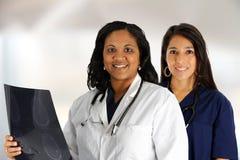Doutor e enfermeira fêmeas Imagens de Stock