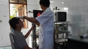 Doutor e paciente vídeos de arquivo