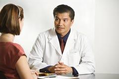 Doutor e paciente. Foto de Stock