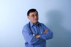 Doutor envelhecido médio Fotos de Stock Royalty Free