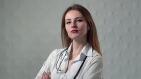 Doutor fêmea confiável vídeos de arquivo