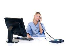 Doutor fêmea no escritório Imagem de Stock