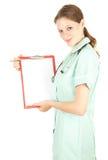 Doutor fêmea que prende a prancheta em branco imagens de stock