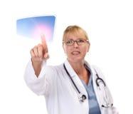 Doutor fêmea Touching Tecla na tela de toque Fotografia de Stock Royalty Free