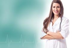 Doutor fêmea de sorriso com freqüência da pulsação do coração Foto de Stock