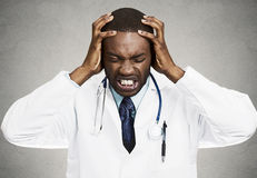 Doutor forçado, profissional dos cuidados médicos fotografia de stock royalty free