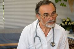 Doutor idoso Fotos de Stock Royalty Free