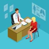 Doutor isométrico que mostra algo paciente no PC da tabuleta no hospital Doutor masculino que fala com o paciente fêmea nos douto Fotografia de Stock