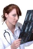 Doutor Leitura Um MRI Fotografia de Stock Royalty Free