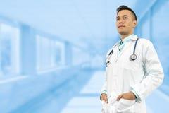 Doutor masculino no hospital Imagens de Stock
