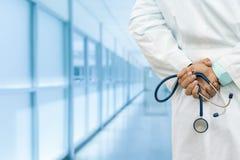Doutor masculino no hospital Fotos de Stock Royalty Free