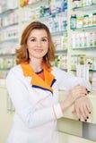 Doutor na farmácia fotografia de stock