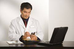 Doutor no escritório. Imagens de Stock