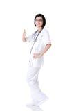 Doutor ou enfermeira fêmea nova que gesticulam ESTÁ BEM Fotografia de Stock Royalty Free