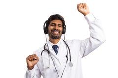 Doutor que aprecia a música e a dança imagem de stock
