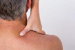 Doutor que examina seu ombro paciente Imagens de Stock