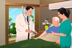 Doutor que fala a seu paciente Imagens de Stock