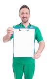 Doutor que guarda a prancheta vazia com espaço do texto Fotografia de Stock